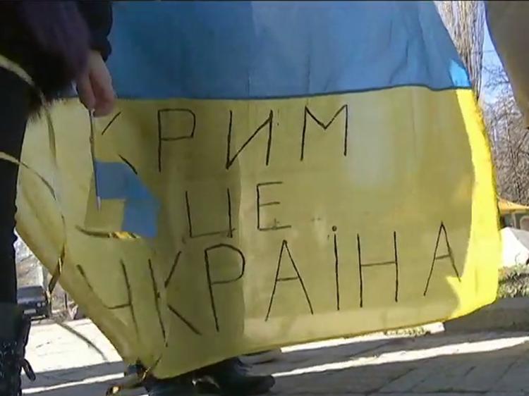 Демократичний Крим. 15 діб арешту – за фото з українським прапором.