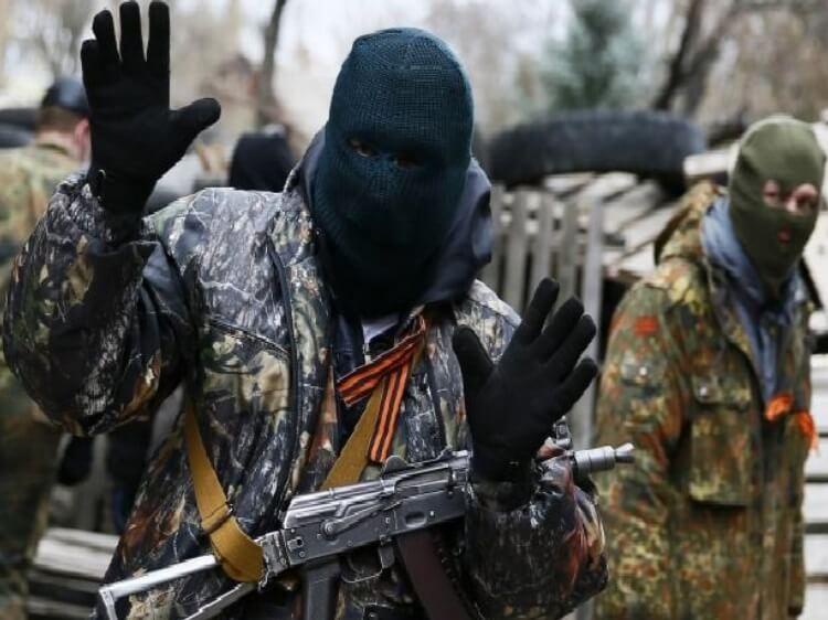 Бездіяльність влади та правоохоронців. Вони власними руками створювали ЛНР і ДНР, а тепер спокійно живуть або приїжджають до України.