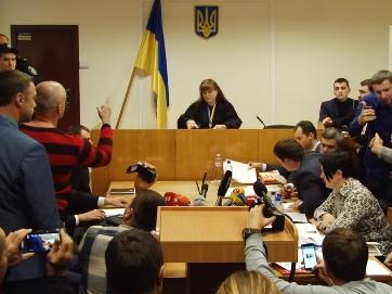 Побилися у суді. Штовханина між нардепами та прокурором після оголошення запобіжного заходу для Корбана