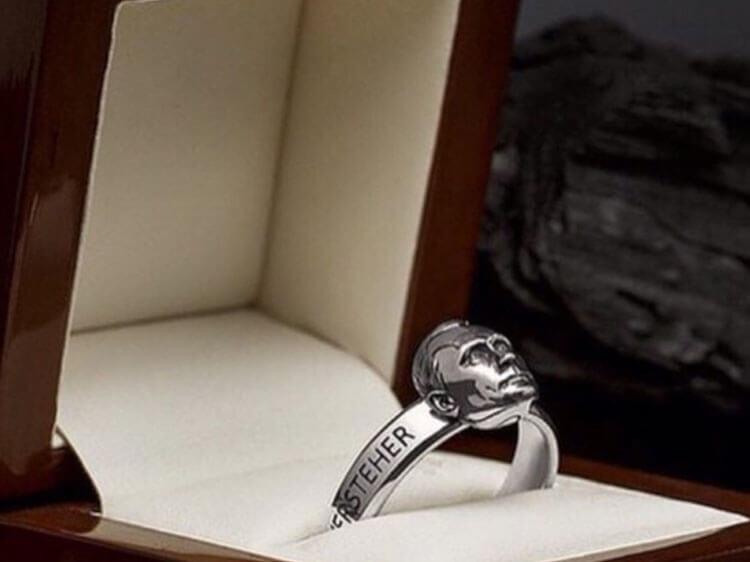 Ідеологія божевілля - хто в Росії носить перстень із Путіним