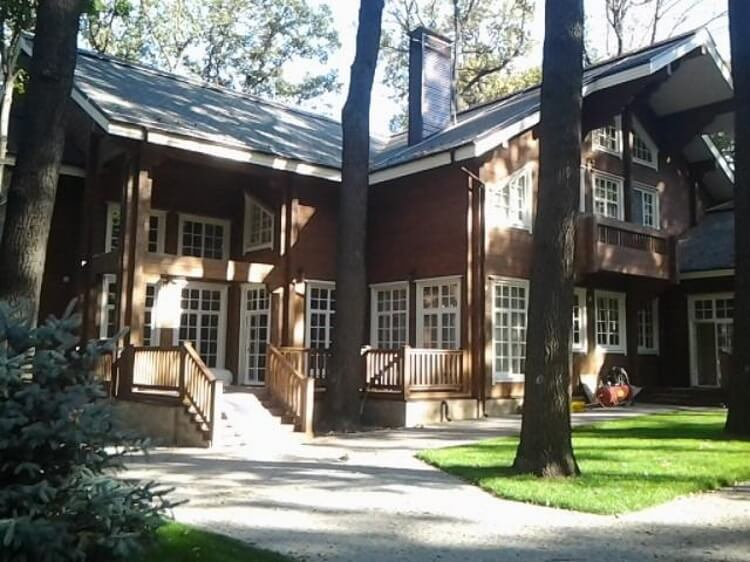 Міша Добкін живе в будинку мами…