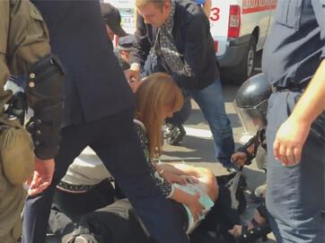 Першу меддопомогу пораненим у провокації під Верховною Радою надали депутати