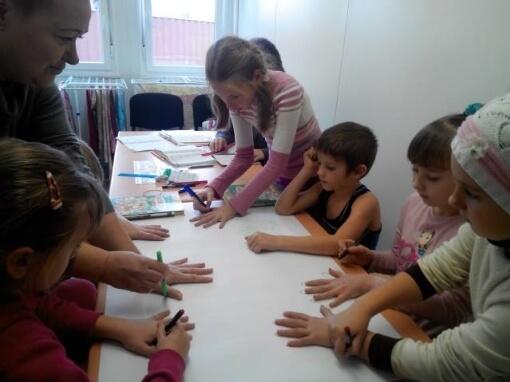 Діти з родин-переселенців на День Свободи та Гідності намалювали Серце України