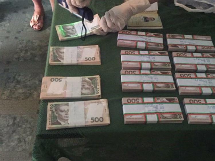 Відкрив рота на 1,5 млн грн – на Сумщині голова райдержадміністрації попався на хабарі