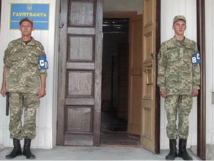 Переплутали з тортурами. Умови утримання на гауптвахті на Харківщині