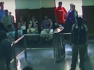 Напад на Харківську міську раду. Невідомі викликали Гепу на діалог. У результаті побитий міліціонер і з десяток постраждалих від сльозогінного газу