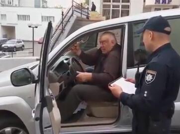 Трохи напідпитку. Кандидата в мери Харкова Юрія Кроля в Києві затримала поліція. 68-річний самовисуванець за кермом п'яний