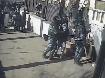 Беркут б'є оператора. Майдан 1,5 роки тому. Віднайдене відео не дозволяє забути... (відео з елементами жорстокості +18)