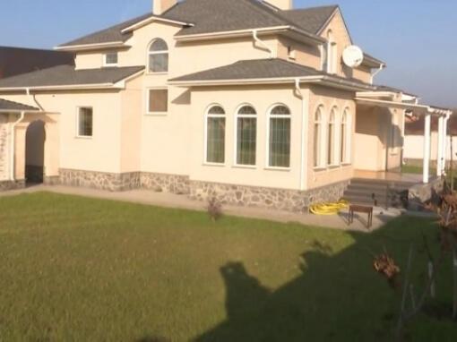 Судді Вищого госпсуду виявились мільйонерами і власниками дорогої нерухомості. За 2014 рік судді Вищого господарського суду України задекларували мільйони, значну частину з яких отримали від продажу нерухомості або у вигляді подарунків