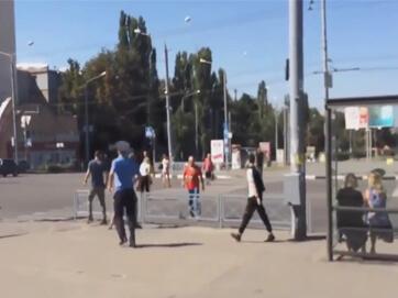 У Харкові побили провокатора у футболці СРСР - чоловік проходив у ній повз акцію активістів