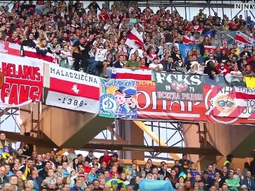 """""""Слава Україні!"""" та """"Путін х..."""" - українські та білоруські фанати кричали одні речівки з трибун. На матчі відбіркового етапу Євро 2016 футбол і патріотизм об'єднав країни"""